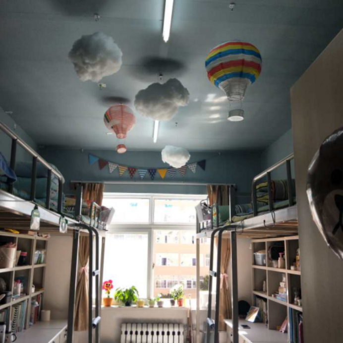 """新闻与传播学院举办""""点缀温馨 营造美好""""宿舍装扮比赛图片"""